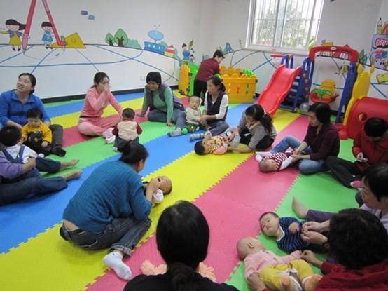 在亲子活动中如何提高家长的育儿技巧?